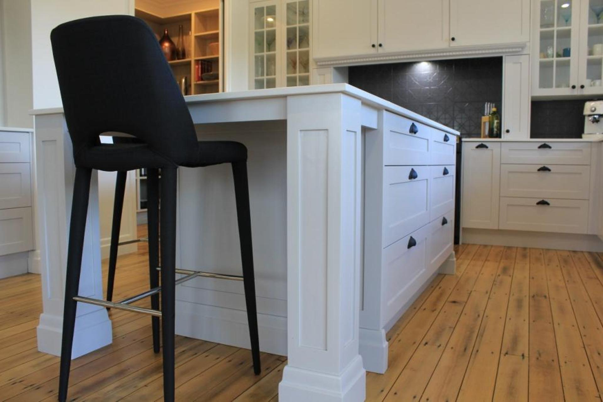 Traditional Kitchen  with Profiled Pillars on Island Bench