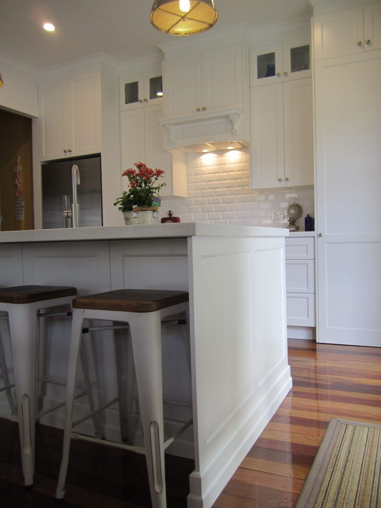 Brisbane Kitchen Design Shake Style Kitchen Davis Mansfield Island with Colonial Skirting(2)
