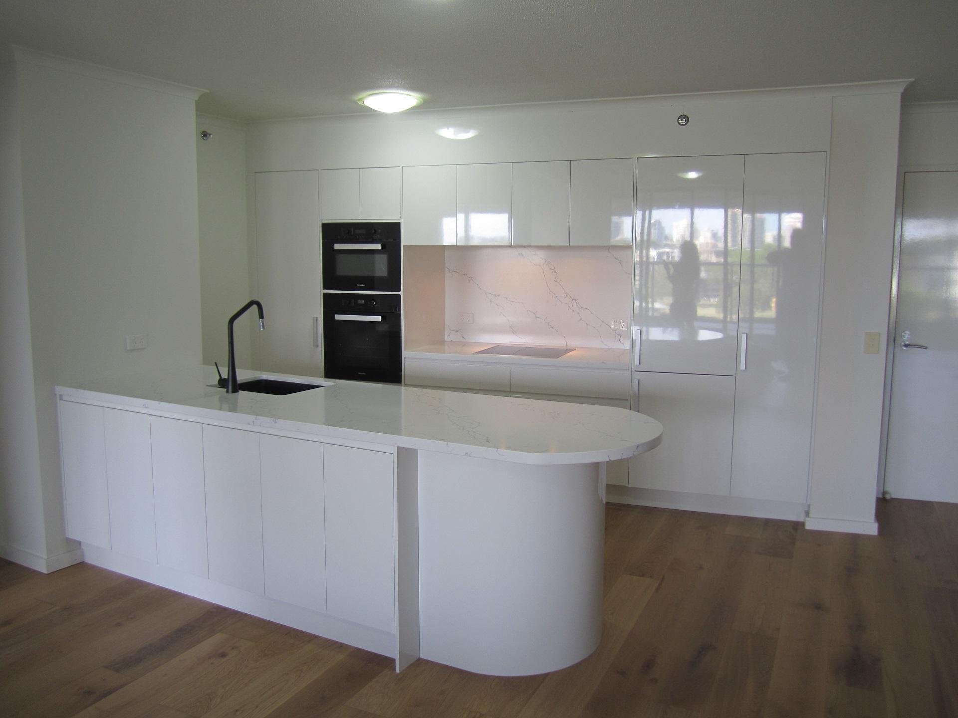 Brisbane Kitchen Design Brisbane City Contemporary Kitchen Renovation Curved Island Bench (1)