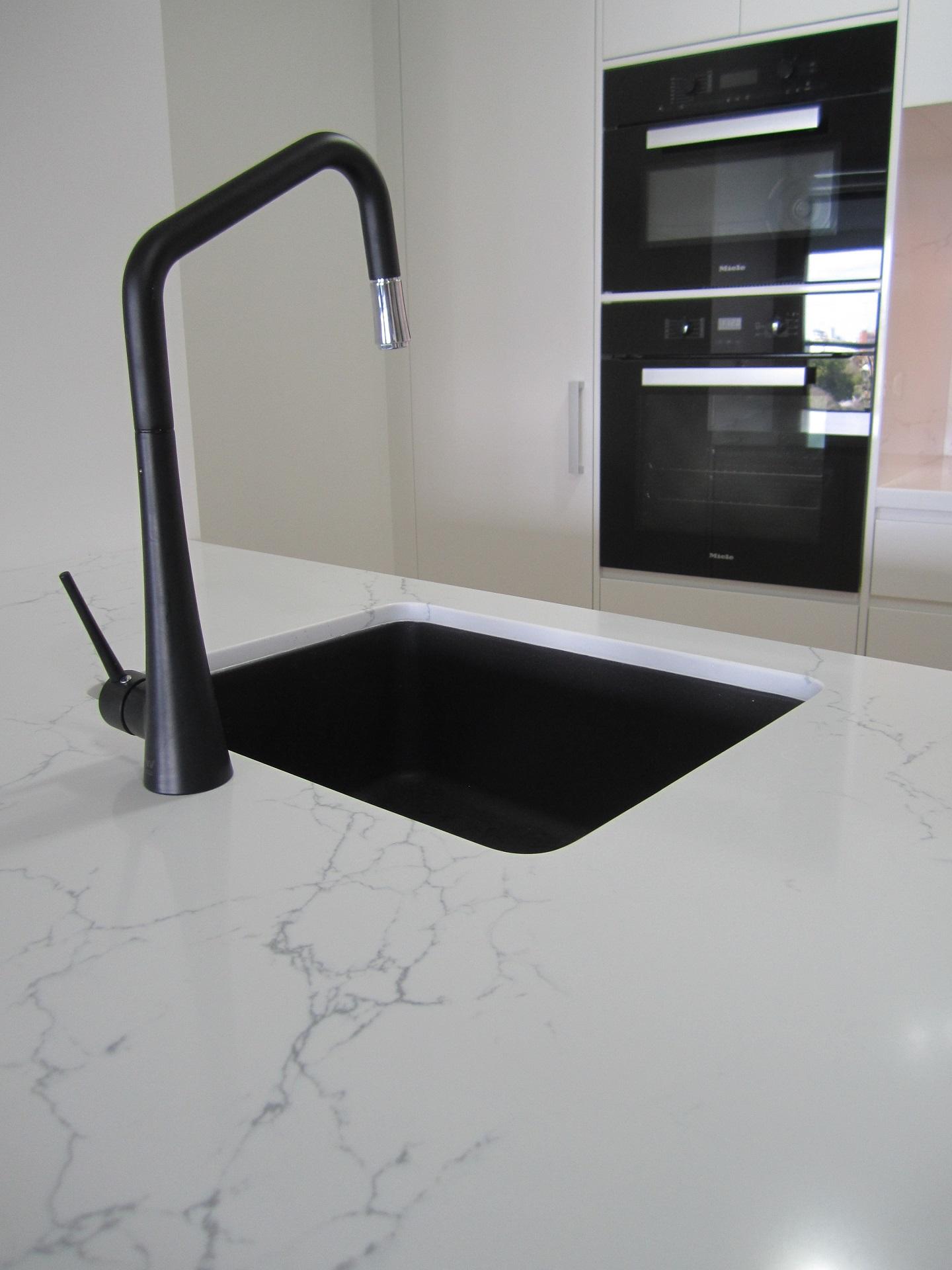 Brisbane Kitchen Design Brisbane City Contemporary Kitchen Renovation Quantum Quartz Venatino Statuario Bencht(3)