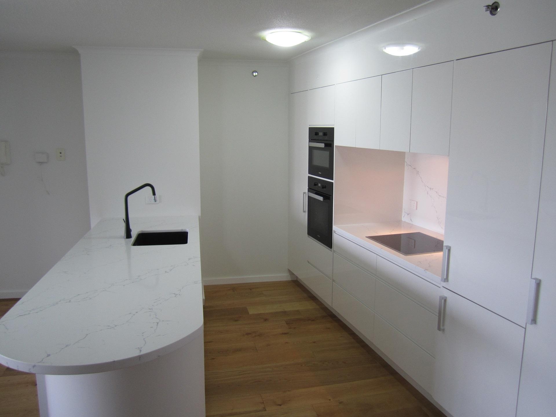 Brisbane Kitchen Design Brisbane City Contemporary Kitchen Renovation White 2 Pac Statuario Benchtop (5)