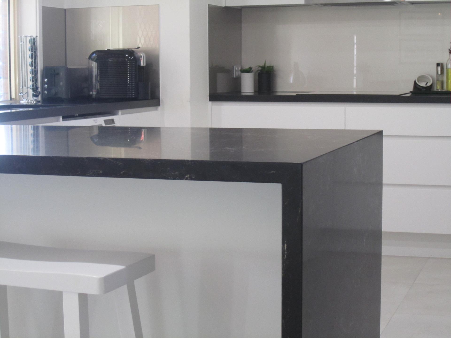 Brisbane Kitchen Design Contemporary Kitchen White 2 Pac Integrated Handles (2)