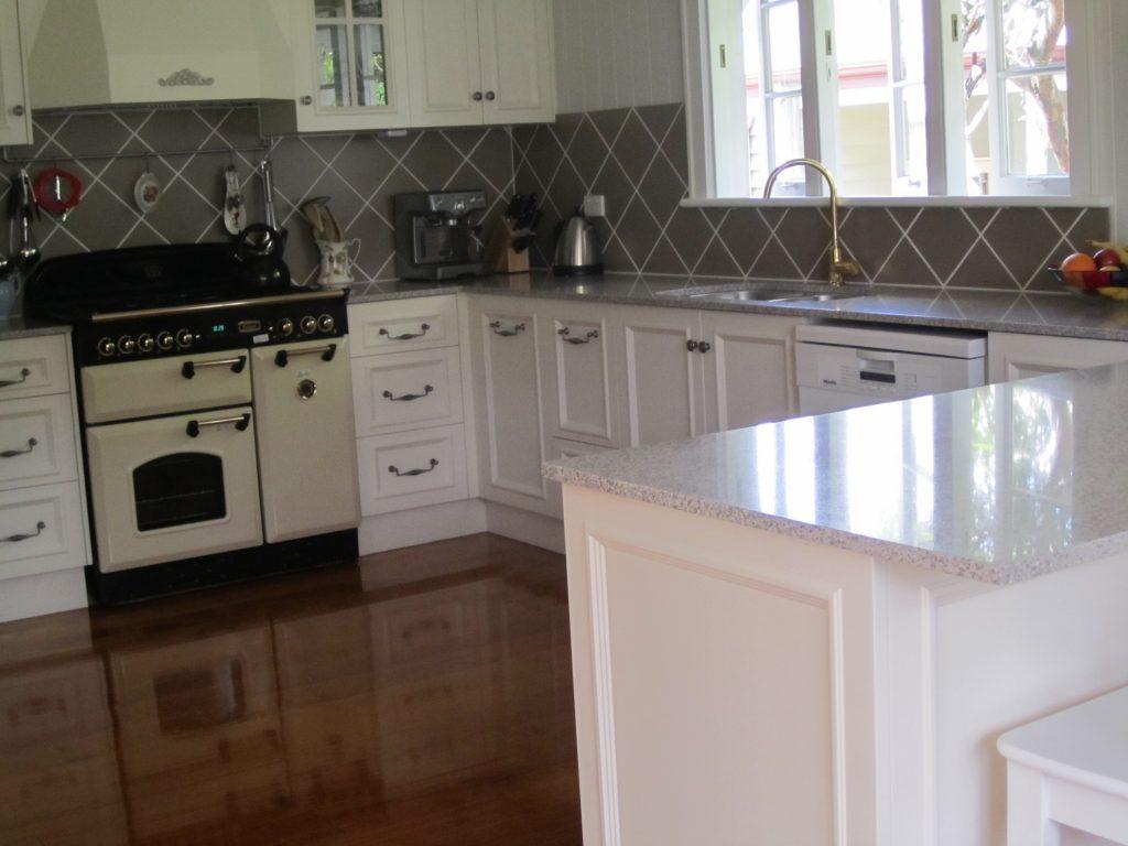 brisbane-kitchen-design-gordon-park-traditional-kitchen-country-style-2