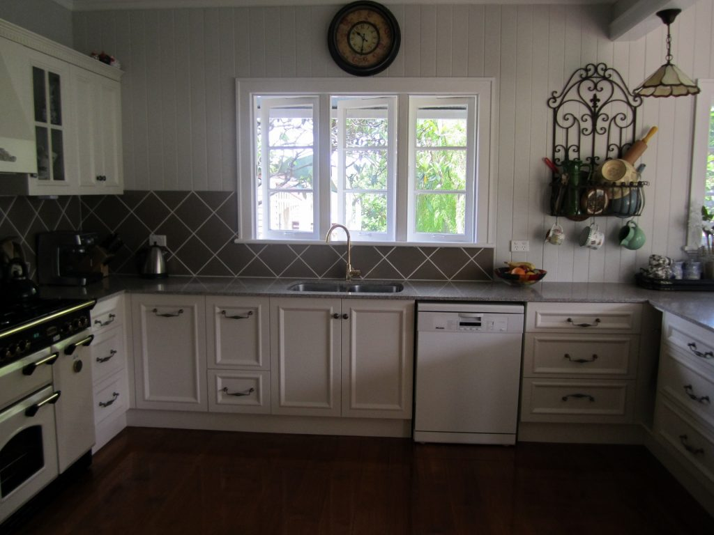 brisbane-kitchen-design-gordon-park-traditional-kitchen-country-style-5