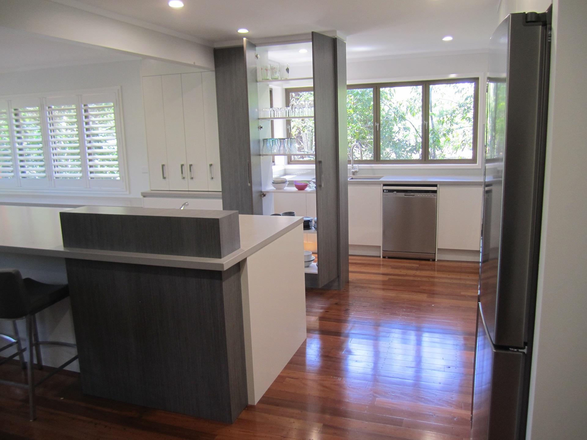 Brisbane Kitchen Design Kenmore Contemporary 2 Tone Raised Servery (5)
