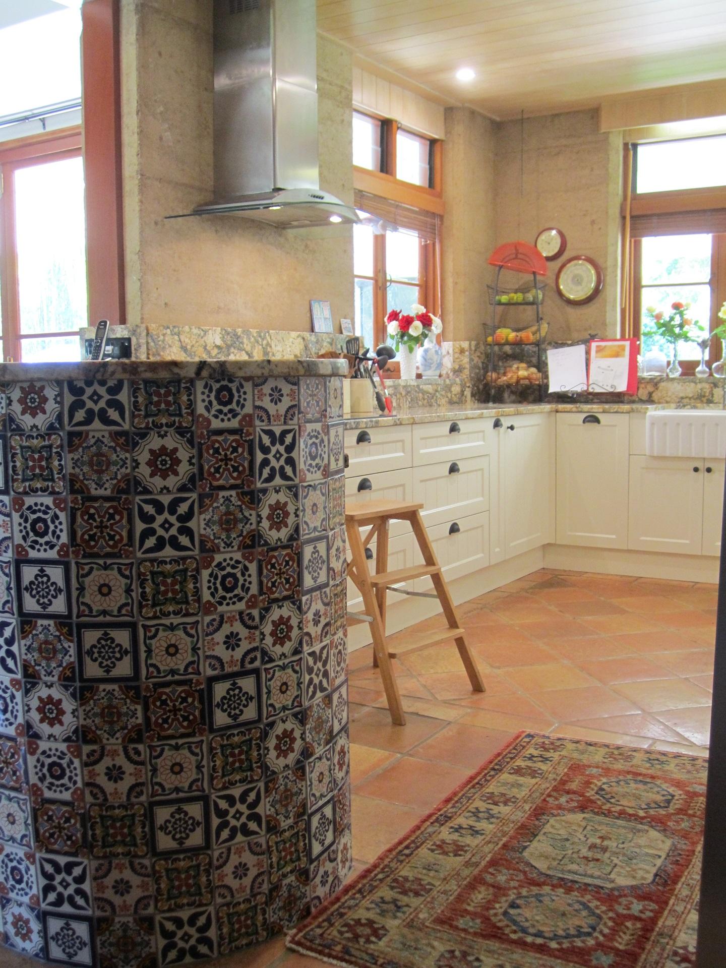 Brisbane Kitchen Design Samford  Traditional Kitchen Renovation  Curved Breakfast Bar(2)