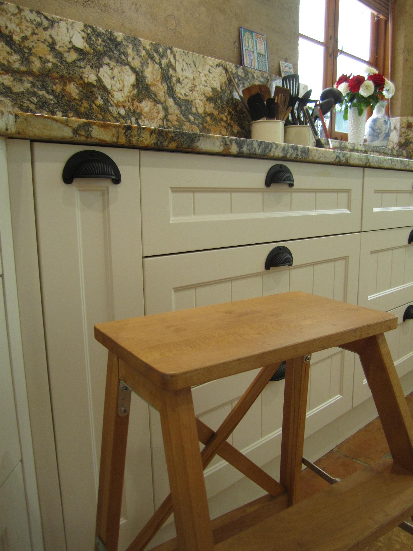 Brisbane Kitchen Design Samford  Traditional Kitchen Renovation Kitchen Footstool (7)
