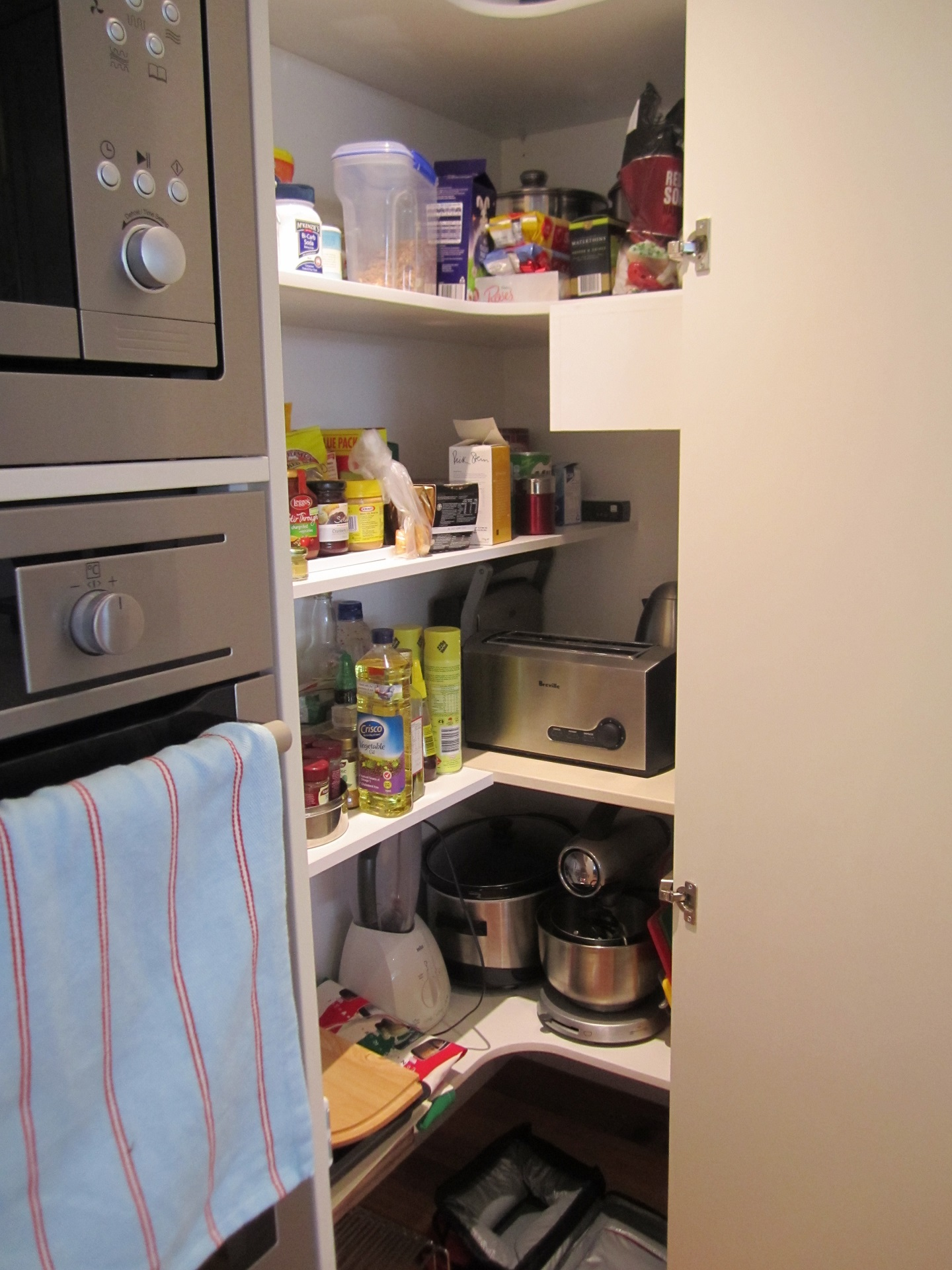 Brisbane Kitchen Design Sydney St Camp Hill  Traditional Kitchen Renovation Corner Pantry Internal(5)
