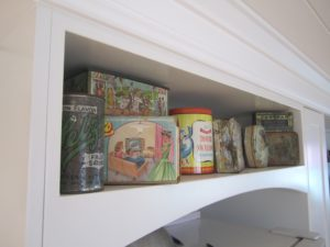 Feature Curved Open Shelf