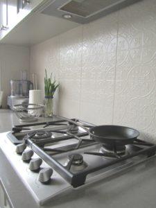 Shaker Style Kitchen with Heritage Style Tiled Splashback