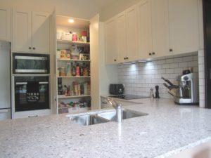 Chapel Hill Shaker Kitchen with 2 Door Walkin Blind Corner Pantry