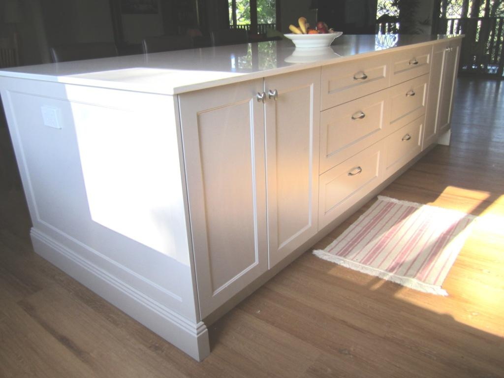 Brisbane Kitchen Design Patterson Shaker Style Kitchen McDowall Island Bench with Colonial Skirting