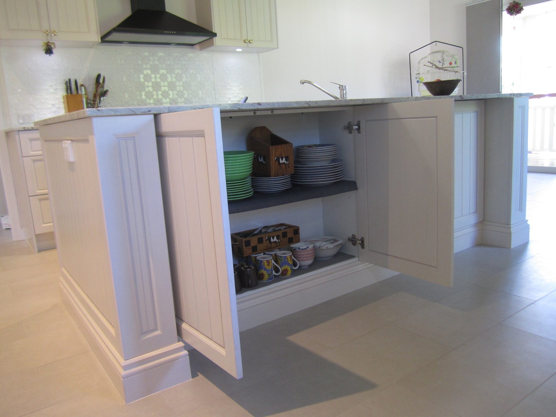 brisbane-kitchen-design-brookfield-shaker-vj-traditional-kitchen-island-secret-storage-8