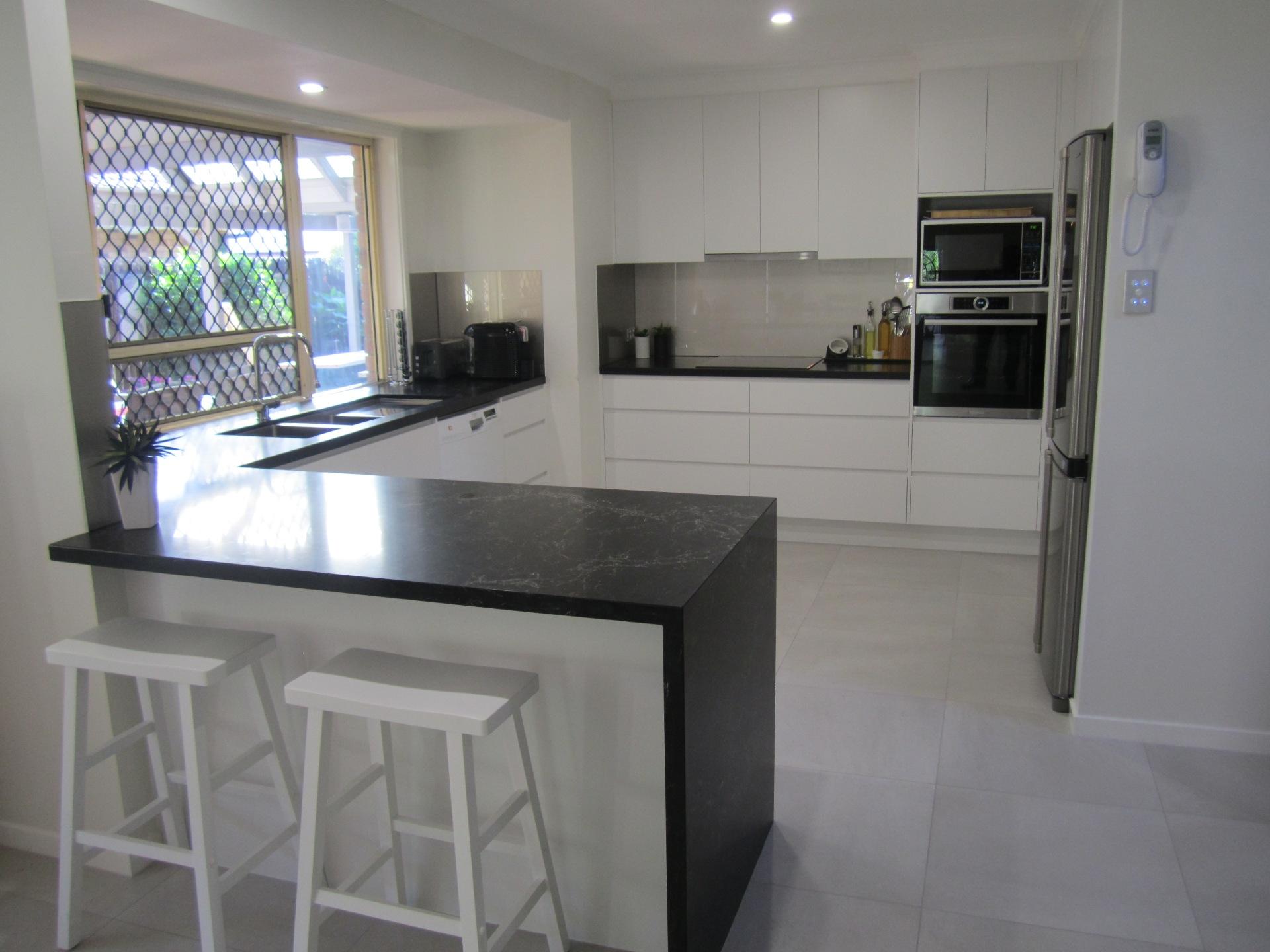 Brisbane Kitchen Design Contemporary Kitchen White 2 Pac Integrated Handles 1