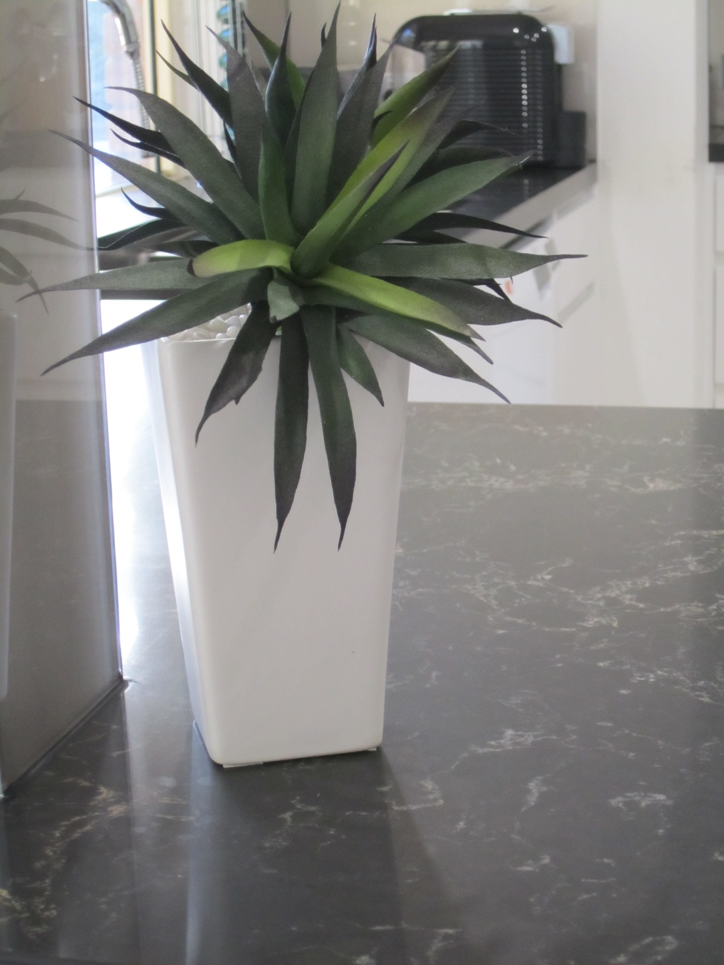 Brisbane Kitchen Design Contemporary Kitchen White 2 Pac Integrated Handles 3