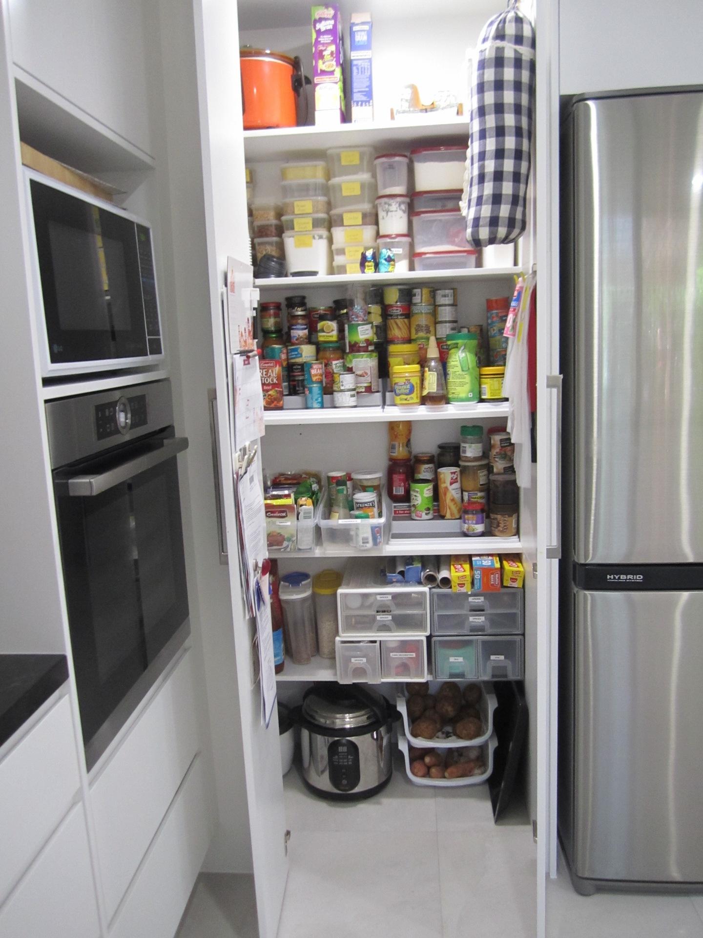 Brisbane Kitchen Design Contemporary Kitchen White 2 Pac Integrated Handles 7