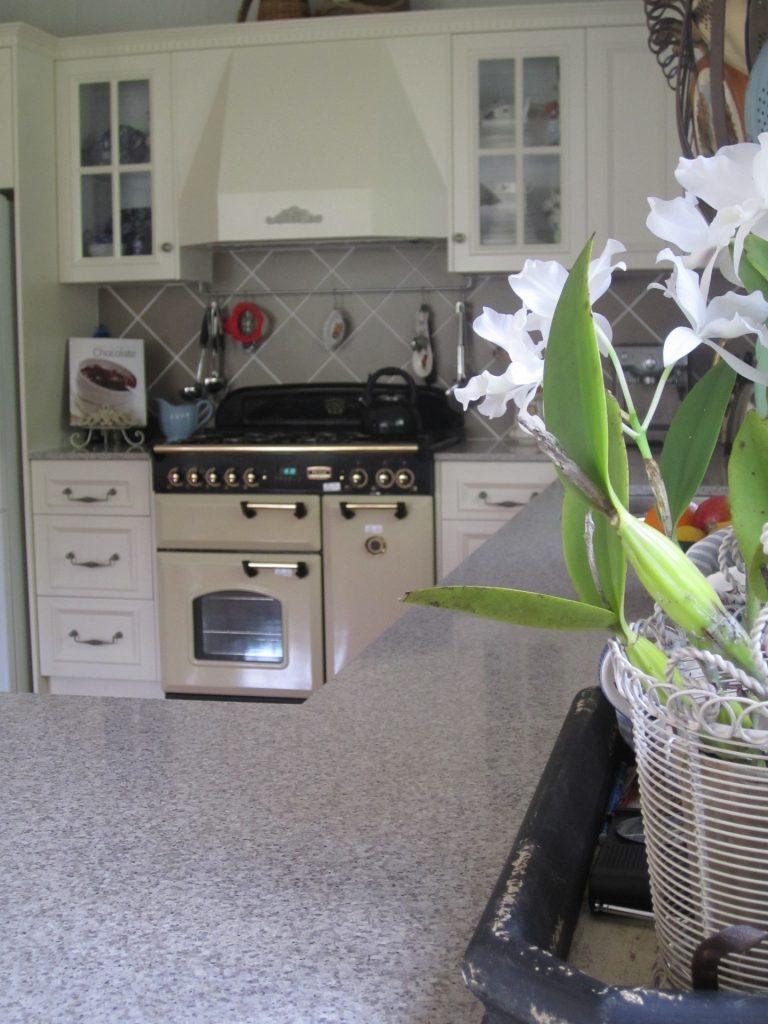 brisbane-kitchen-design-gordon-park-traditional-kitchen-country-style3