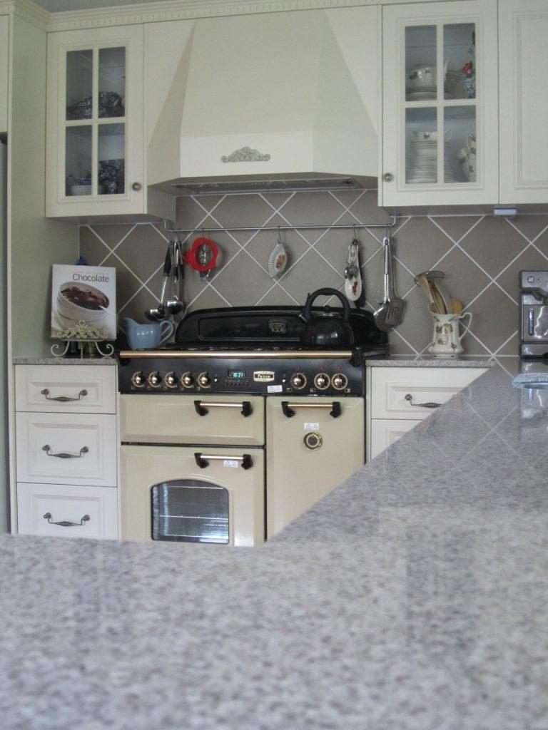 brisbane-kitchen-design-gordon-park-traditional-kitchen-country-style4
