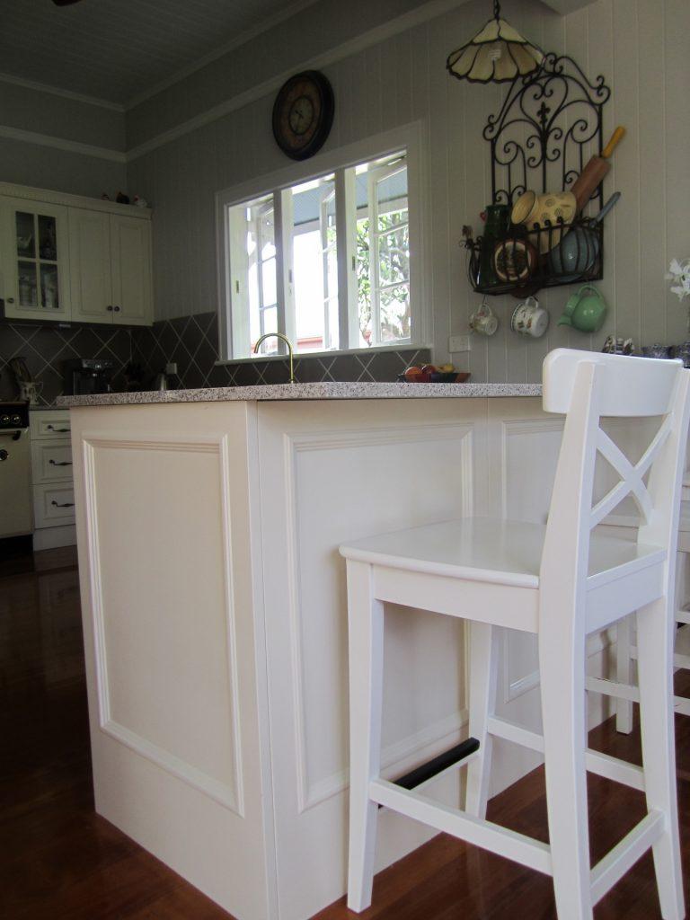 brisbane-kitchen-design-gordon-park-traditional-kitchen-country-style6