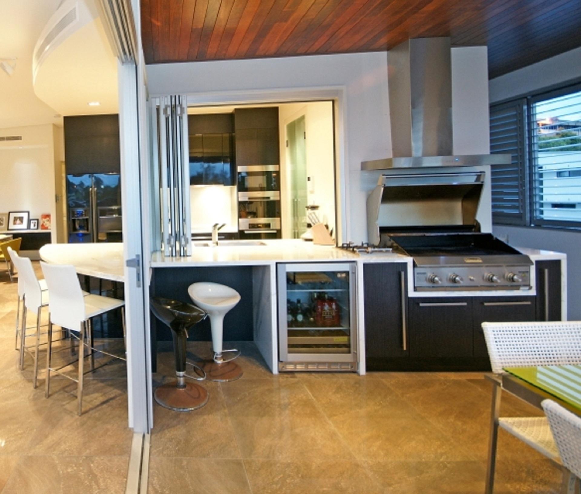 Brisbane Kitchen Design Black 2 Pac with Carrara Marble Benchtop3