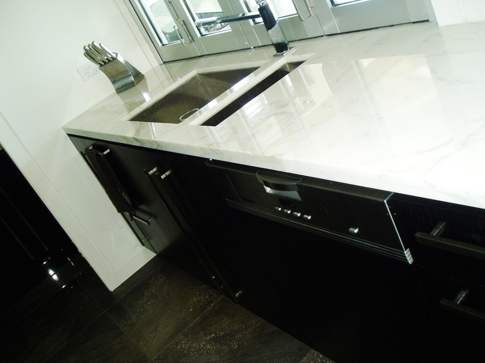 Brisbane Kitchen Design Black 2 Pac with Carrara Marble Benchtop1