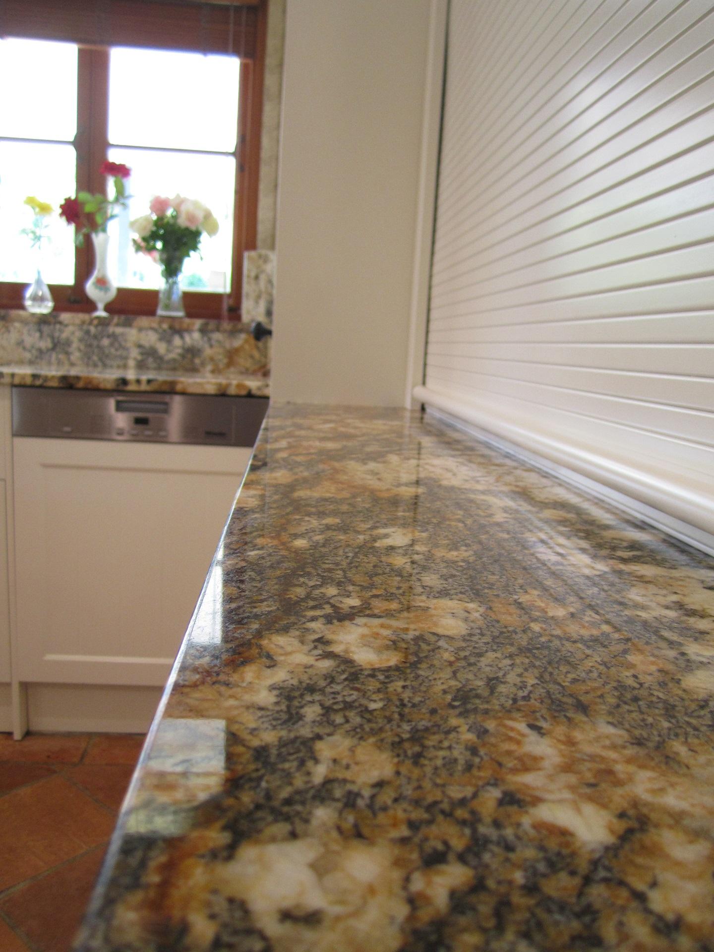 Brisbane Kitchen Design Samford Traditional Kitchen White Shaker 30mm Mascarello Granite Benchtop