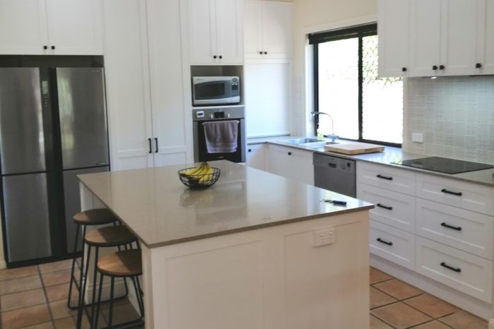 Bridgeman Downs Shaker Kitchen with Caesarstone Shitake Benchtops
