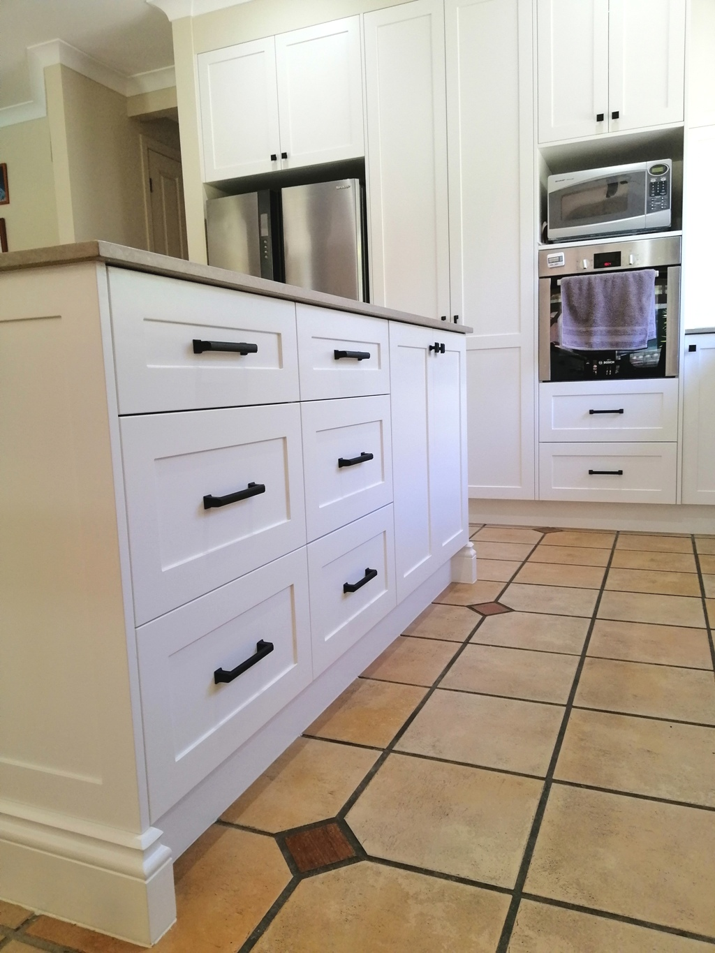 Bridgeman Downs Shaker Kitchen with Island Skirting