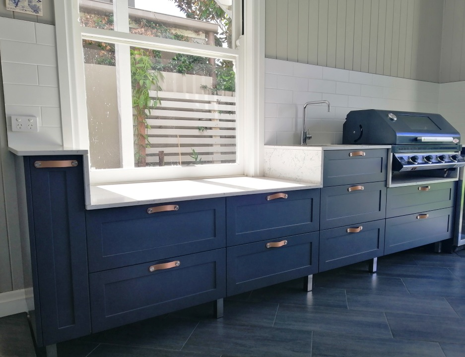 Pais Outdoor Kitchen with Shaker Doors and White Attice Benchtops