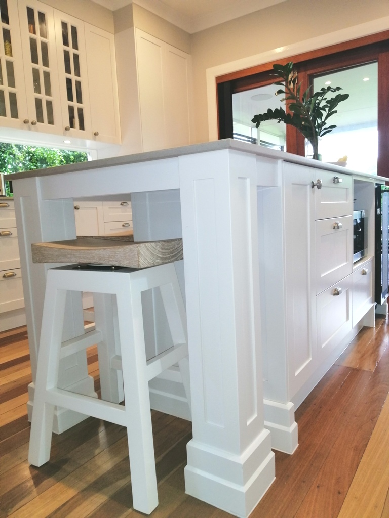 Holland Park Shaker Kitchen with Island with Profiled Pillars