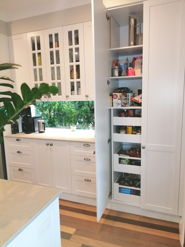 Holland Park Shaker Kitchen with Pantry with Blum Inner Drawers