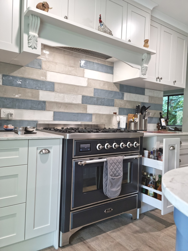 BrisbaneKitchenDesign O'Byrne Traditional Kitchen Clear Mountain with Blum Pullout Spice and Bottle Racks