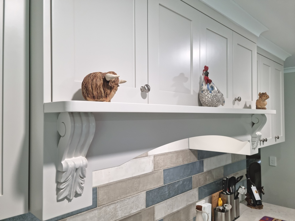 BrisbaneKitchenDesign O'Byrne Traditional Kitchen Clear Mountain with Custom Rangehood with Mantle and Corbels