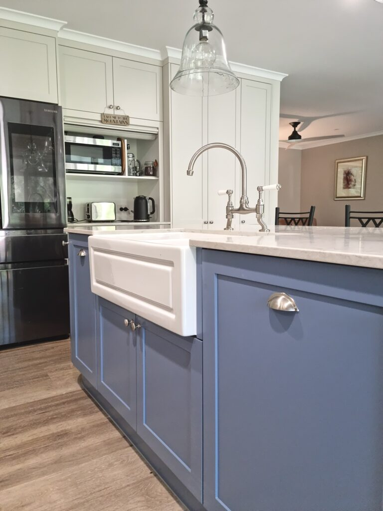 BrisbaneKitchenDesign O'Byrne Traditional Kitchen Clear Mountain with Belfast Shaker Style Sink